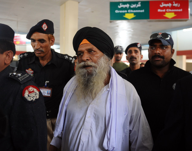 Smiling and waving to family members, friends and supporters, a tired but beaming Surjeet thanked Pakistani border officials as he walked across the zero line at the international border.