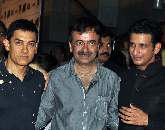 Bollywood film actors Aamir Khan (L) and Sharman Joshi (R) pose with director Rajkumar Hirani during the premiere of Hindi film 'Ferrari Ki Sawaari' in Mumbai.