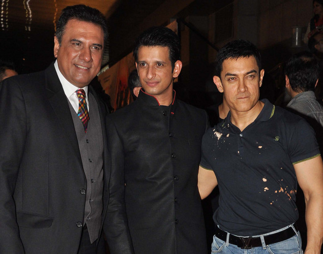 Bollywood film actors Boman Irani, (L) Sharman Joshi (C) and Aamir Khan pose during the premiere of Hindi film 'Ferrari Ki Sawaari' in Mumbai.