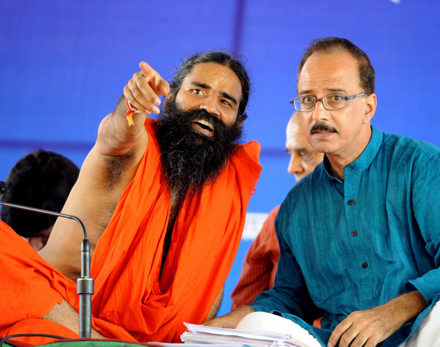 Indian Yoga guru Baba Ramdev (L) speaks with a supporter during  a protest in New Delhi on August 10, 2012.