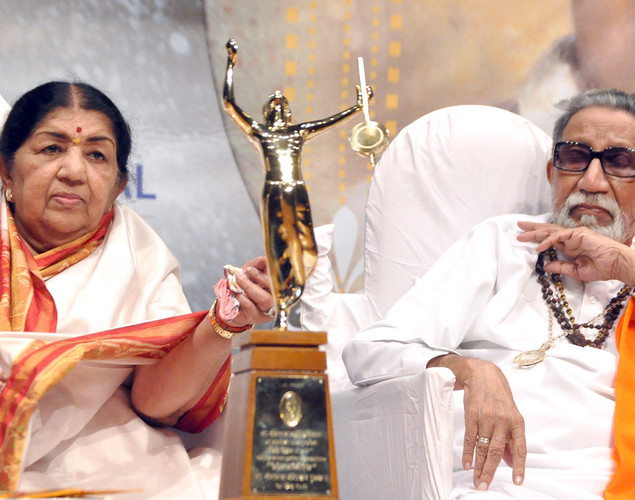 Legendary playback singer Lata Mangeshkar (L) and politician Shiv Sena chief Bal Thackeray attend the 'Deenanath Mangeshkar Puraskar Awards 2012' ceremony in Mumbai.