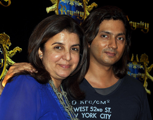 "The RA.One actor allegedly assaulted Farah Khan's husband and filmmaker Shirish Kunder at Sanjay Dutt's Agneepath bash. Farah Khan also SMSed reporters saying: ""Shahrukh has always told me that physical abuse is the worst way 2 sort out a problem, n that its means the person who's hitting has either a personal or professional crisis going on, n it saddens me 2 see him doing the same (sic)."""