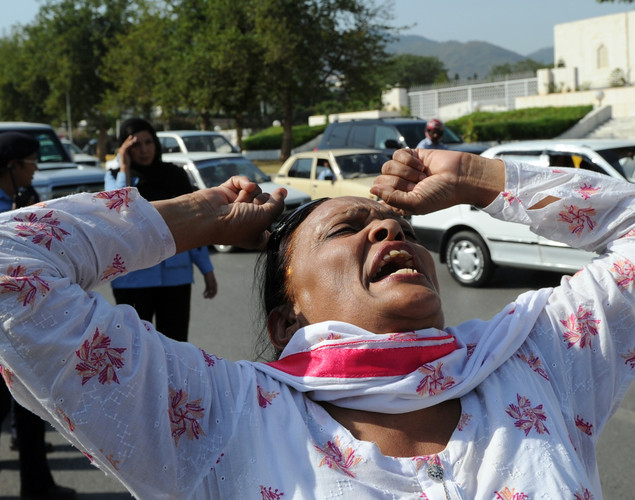 An activist of ruling Pakistan Peoples Party (PPP) shouts slogans against the Supreme Court Chief Justice following the verdict against Pakistan's Prime Minister Yousuf Raza Gilani out side the Supreme Court in Islamabad.