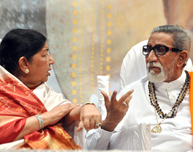 Indian Bollywood legendary playback singer Lata Mangeshka (L) and politician Shiv Sena chief Bal Thackeray attend the 'Deenanath Mangeshkar Puraskar Awards 2012' ceremony in Mumbai.