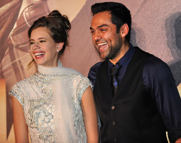 Bollywood actress Kalki Koechlin (L) and actor Abhay Deol (R) pose for the media after arriving at the green carpet to attend the premier of the new movie 'Shanghai' during the International Indian Film Academy (IIFA) awards event, in Singapore.