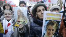 Ukrainian protesters demand release of Tymoshenko