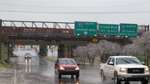 Sleet, cold rain falls in Tennessee, Mississippi
