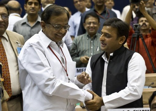 Uttar Pradesh's chief minister Akhilesh Yadav (right) talks with India's Home Minister P. Chidambaram