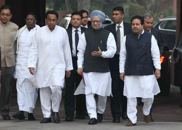 Indian PM, Manmohan Singh (C), arrives at the Parliament House to attend a session, in New Delhi, on November 22, 2012