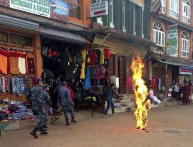 Tibetan protester sets himself on fire in Nepal