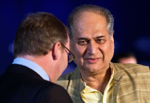 Indian Industralist Rahul Bajaj interacts with delegates during the World Economic Forum