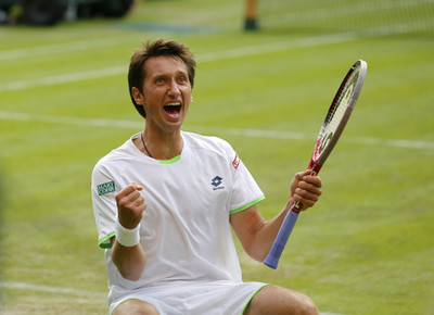 Federer stunned in 2nd round by 116th ranked Stakhovsky