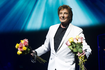Barry Manilow enjoys intimate Broadway return