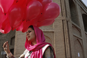 Balloons bring smiles in war-weary Afghan capital