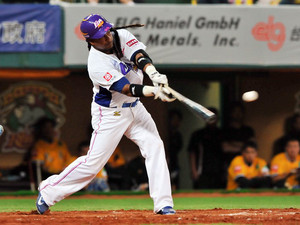 Manny Ramirez hits a ball in his debut game for the EDA Rhinos in Kaohsiung, southern Taiwan on March 27, 2013