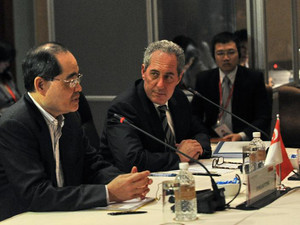 Singapore Trade Minister Lim Hng Kiang (left) speaks as US trade representative Michael Froman listens during the Trans-Pacific Partnership Ministerial Meeting in Singapore on December 7, 2013