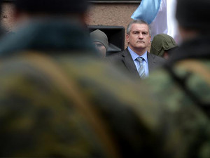 Crimea 'soldiers' swear oath before pro-Moscow PM