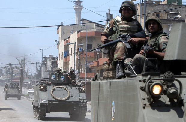 Lebanese soldiers deploy along the demarcation line between Tripoli's Sunni Muslim and Alawite areas, May 21, 2013
