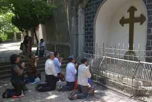 Catholics pray at Our Lady of Sheshan Basilica Catholic church in Shanghai on May 24, 2013