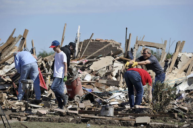 Families salvage belongings from their tornado devastated homes on May 22, 2013 in Moore, Oklahoma
