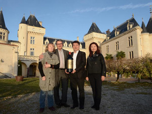 Chinese billionaire Lam Kok (2nd R) and his spouse pose alongside the French former owner of the Chateau de La Riviere, James Gregoire (2nd L), and his spouse in front of the castle in La Riviere, on December 20, 2013