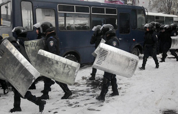 Riot police storm opposition offices in Ukraine