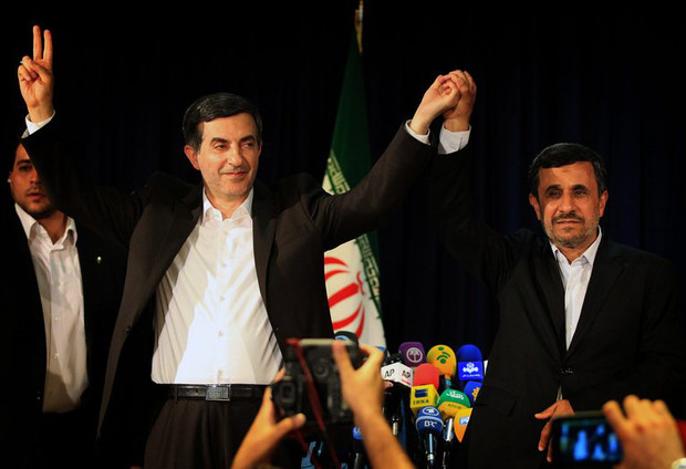Iranian President Mahmoud Ahmadinejad (R) and Esfandyar Rahim Mashaie wave during a press conference  on May 11, 2013