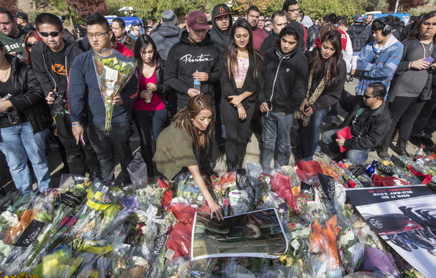 Paul Walker memorial in California draws thousands