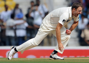New Zealand's Daniel Vettori takes a catch during the third Test against India in Nagpur on November 21, 2010