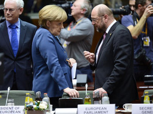 German Chancellor Angela Merkel (L) talks to European Parliament President Martin Schulz during an EU summit in Brussels on December 19, 2013