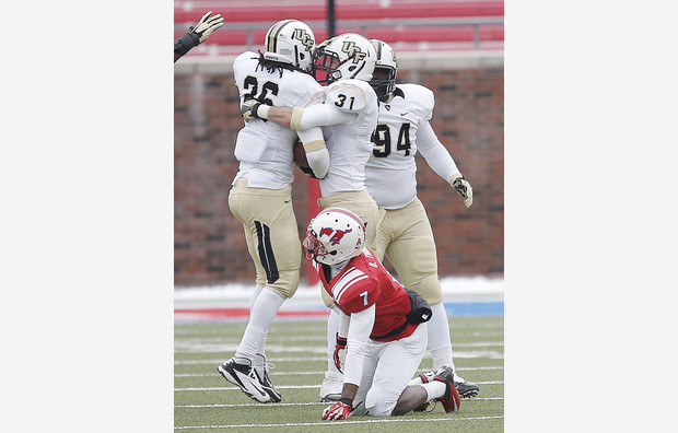 SMU falls short to No. 15 UCF 17-13 on frigid day