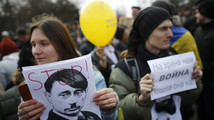 From loyal aides and 'inner voice', Putin hears no Crimea dissent