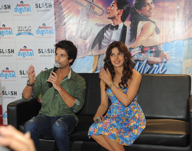 Bollywood actors Shahid Kapoor (L) and Priyanka Chopra speak to the media about the upcoming film 'Teri Meri Kahaani', in Ahmedabad.