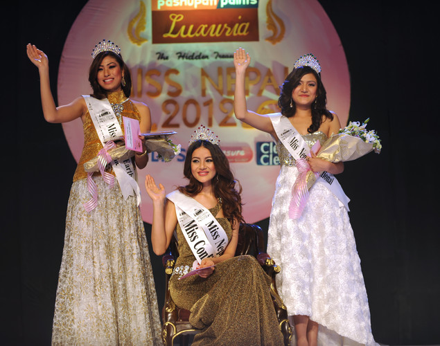 Newly-crowned Miss Nepal Shristi Shrestha (C), first runner up Nagma Shrestha (L) and second runner up Subeksha Khadka (R) wave in greeting following the contest in Kathmandu.