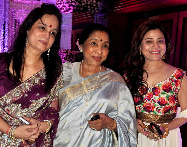 Bollywood playback singer Asha Bhosle (C) with producer Smita Thackeray (L) and Sapna Mukhrjee (R) attend the wedding reception of playback singer Sunidhi Chauhan and musician Hitesh Sonik.