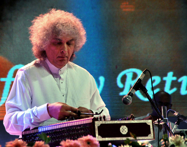 Indian classical master instrumentalist of the Santoor, Shiv Kumar Sharma performs during the commemoration by the Sri Sathy Sai Seva Organization Maharashtra and Goa of the first Maha Samadhi anniversary of Bhagawan Sri Sathya Sai Baba in Mumbai.