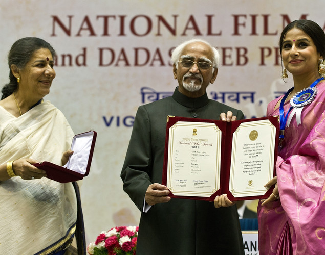Indian Vice President Hamid Ansari (C) presents the best actress award to Vidya Balan (R) as Information and Broadcasting Minister Ambika Soni (L) looks on during the 59th National Film Award in New Delhi.