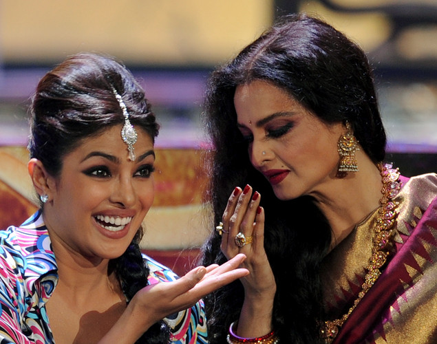 Bollywood actress Priyanka Chopra (L) dances with veteran actress Rekha during the International Indian Film Academy (IIFA) awards ceremony in Singapore.