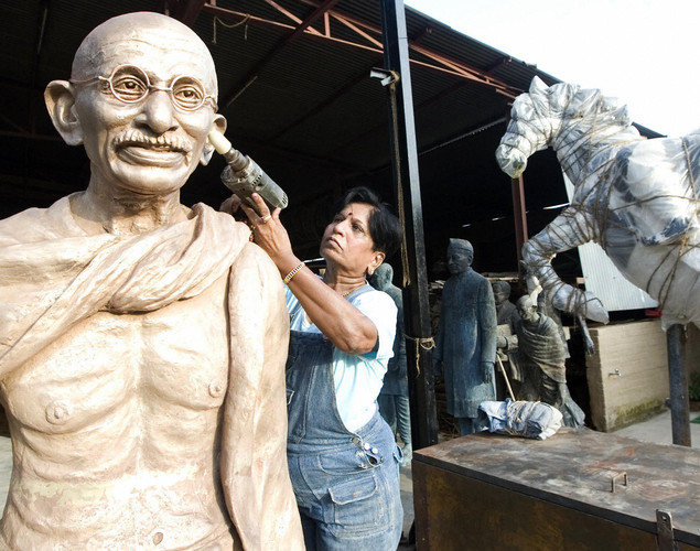 Jasu Shilpi has made almost 200 large bronze statues and 450 bust size statues.