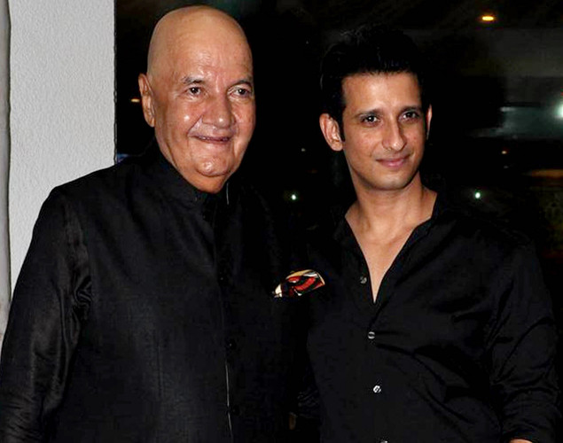 "Bollywood actors Prem Chopran (L) and Sharman Joshi pose during a party for the Hindi film ""Ferrari Ki Sawaari"" in Mumbai on June 20, 2012."