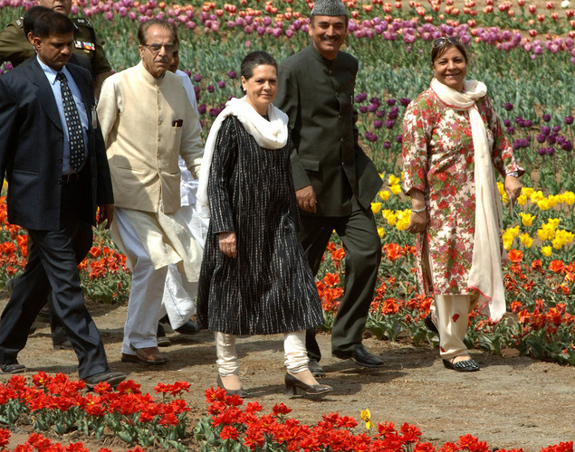 Sonia Gandhi and Chief Minister of Jammu and Kashmir Ghulam Nabi Azad visited the tulip garden together in 2008.