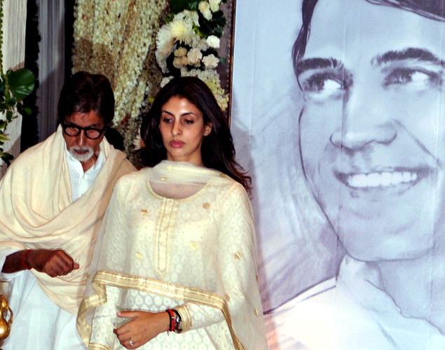 Indian Bollywood actor Amitabh Bachchan (L) with daughter Shweta Bachchan attend a prayer function in memory of late actor Rajesh Khanna in Mumbai.