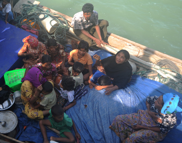 Rohingya Muslims fleeing sectarian violence attempt to cross the Naf river into Bangladesh in Teknaf.