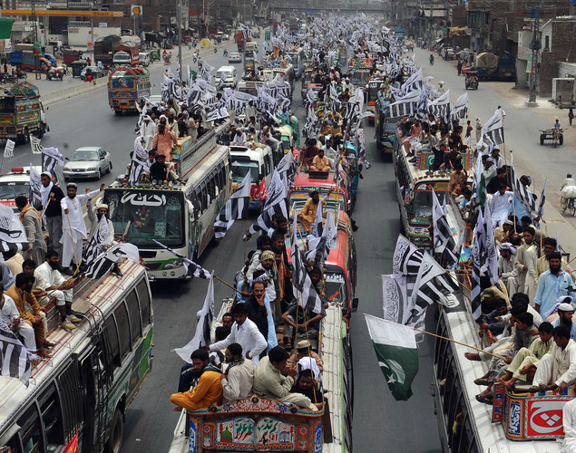 Pakistan's Islamists who oppose their country's anti-terror alliance with Washington have begun a 'long march' to Islamabad to protest over the reopening of a NATO supply route to Afghanistan.