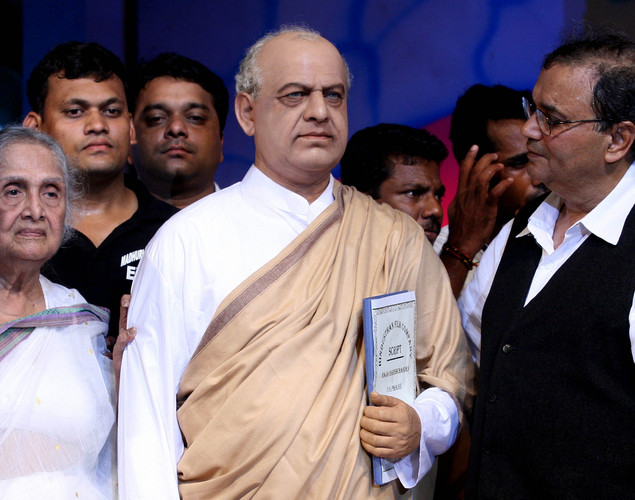 "Sulochna (L), and director Subhash Ghai (R) look on during the unveiling the Dadasaheb Phalke wax statue at the ""143rd Dadasaheb Phalke Academy Awards 2012"" ceremony, celebrating Indian Cinema in Mumbai."