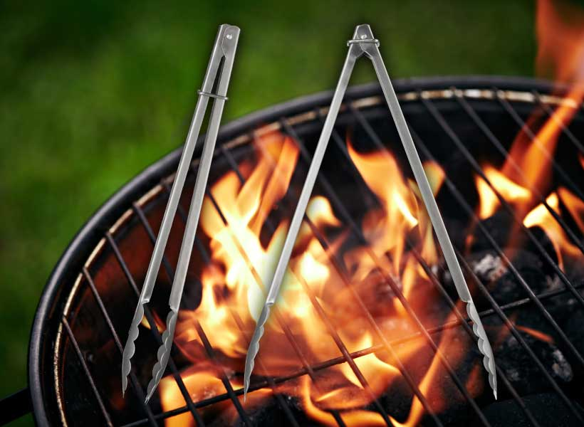4_Tongs_Simple-Guide-to-Grilling_Hebrew-National_March-2015.jpg
