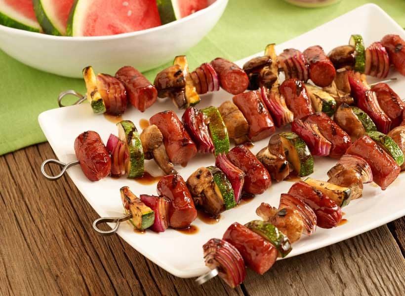 6_Outside-Bun_Hot-Dog-and-Veggie-Kabobs_Simple-Guide-to-Grilling_Hebrew-National_March-2015.jpg