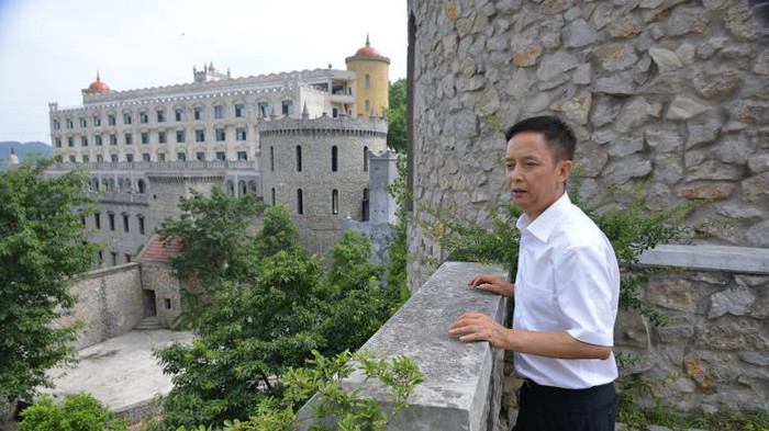 China's 'Cake Millionaire' Castles - Business Insider