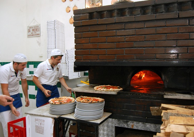 pizza in naples
