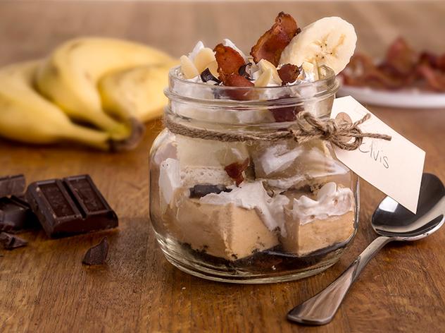 Banana-Cream-and-Peanut-Butter-with-Bacon_Mason-Jar-Pie-Trifle-Hacks.jpg